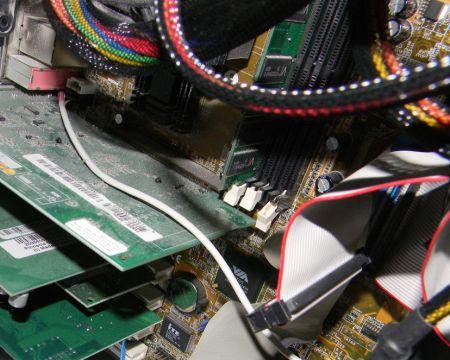 20150113 141006 PC4 512 MB RAM Hardware (Grafikkarte und Clips von RAM-Slots stören sich)